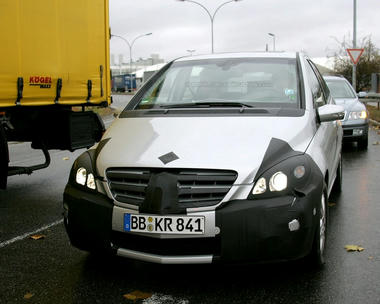 mercedes_b_class_facelift_spy_shots01.jpg