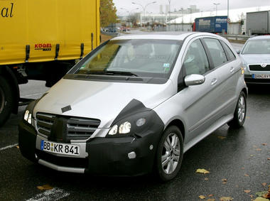 mercedes_b_class_facelift_spy_shots02.jpg