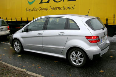mercedes_b_class_facelift_spy_shots04.jpg