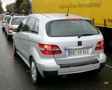 mercedes_b_class_facelift_spy_shots05.jpg