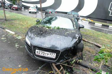 audi_r8_crash.jpg