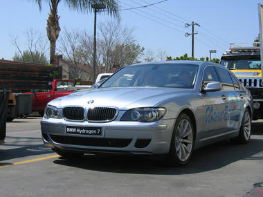 hydrogen-BMW7-05.jpg