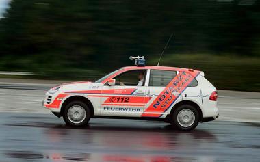 Porsche-Cayenne-Ambulance-01.jpg