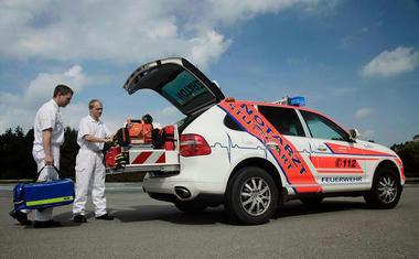 Porsche-Cayenne-Ambulance-03.jpg