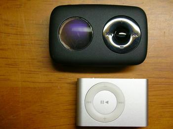 iPod shuffleより大きい