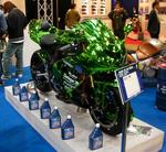 写真:緑色のバイク