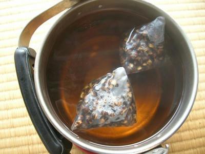 麦茶煮出し中