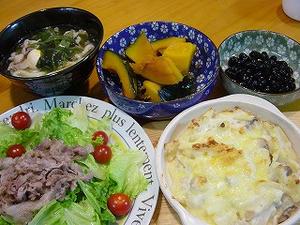 うどん・サラダ・グラタン・黒豆・かぼちゃ