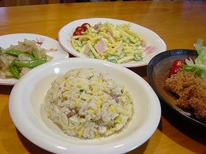 チャーハン・串カツ・マカロニサラダ・スナックえんどうと玉ねぎの炒め物