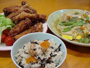 高野豆腐・骨付きから揚げ・ひじきの混ぜご飯