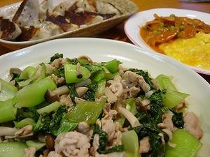 チンゲン菜と豚肉としめじの中華炒め