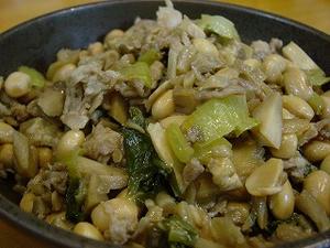 大豆としめじと青梗菜のごま油炒め