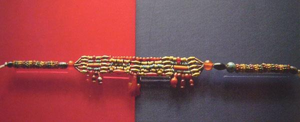 ファイアンスと金、紅玉髄のネックレス
