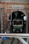 トンネルに入る江ノ電