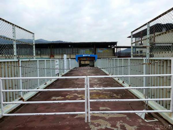 閉鎖されていた歩道橋直結の入口