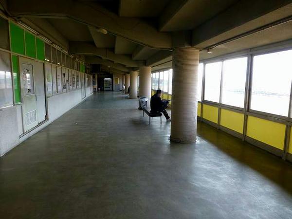 2階ホースショップ(尾道ラーメン)近く
