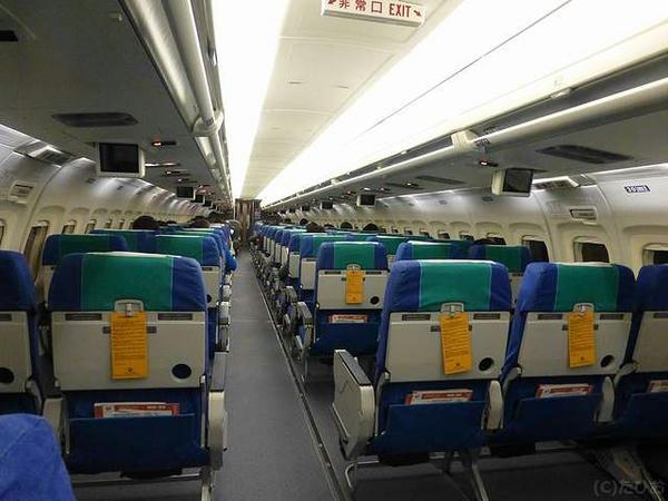 JL1614便の機内