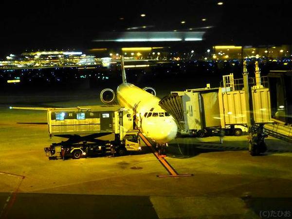 羽田空港に到着したJL1614便