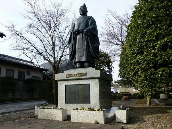 足利尊氏公銅像