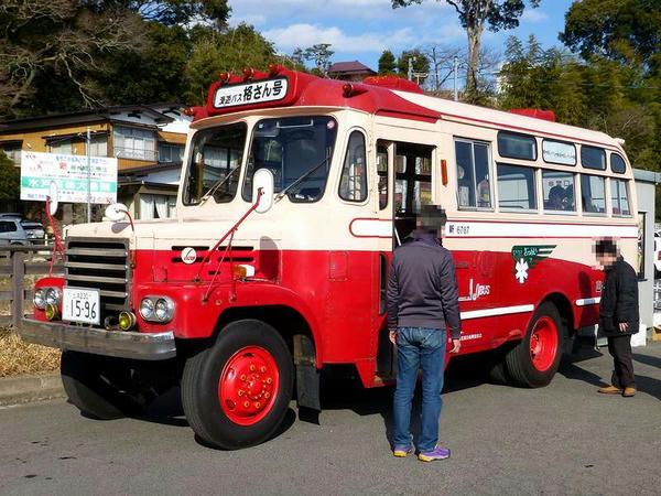 ボンネットバスの格さん号