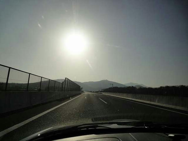 朝日の眩しい北関東道