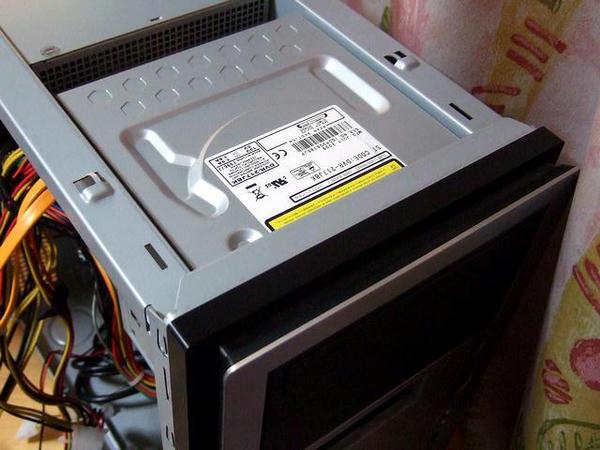 DVDドライブ取り付け完了