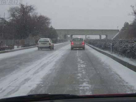 雪の国道4号