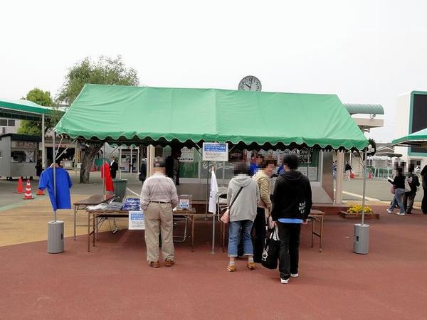 震災チャリティー関係のテント