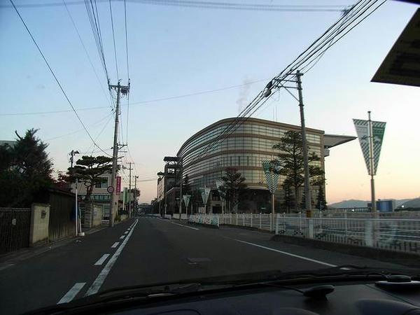 朝の福島競馬場