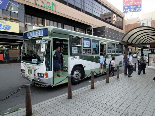 盛岡駅に到着した無料優待バス