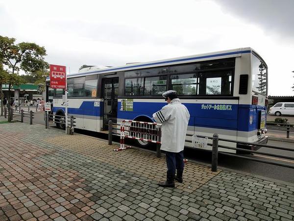 札幌競馬場に到着した無料送迎バス