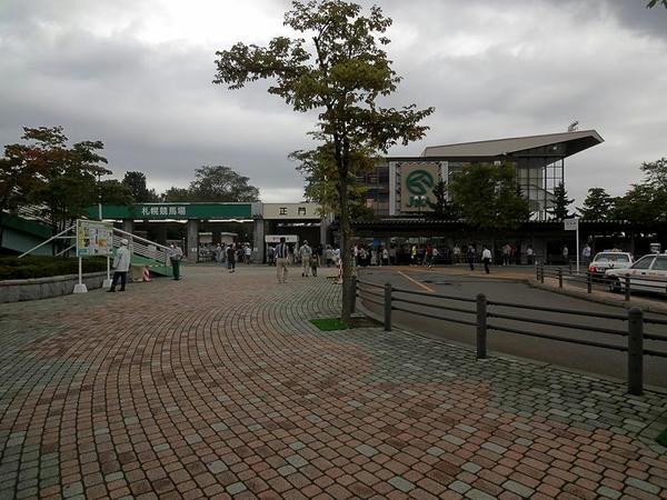 札幌競馬場正門付近