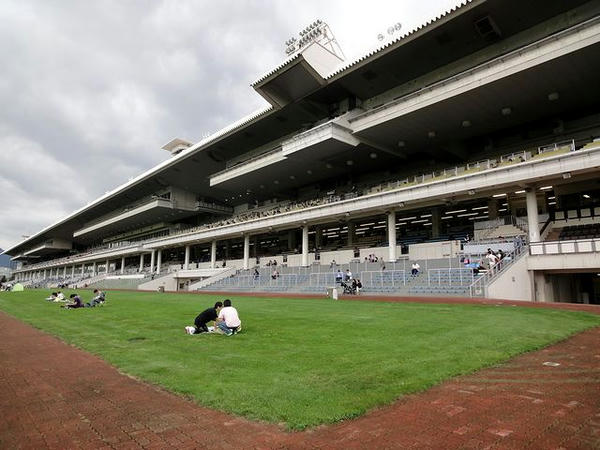 札幌競馬場メインスタンド