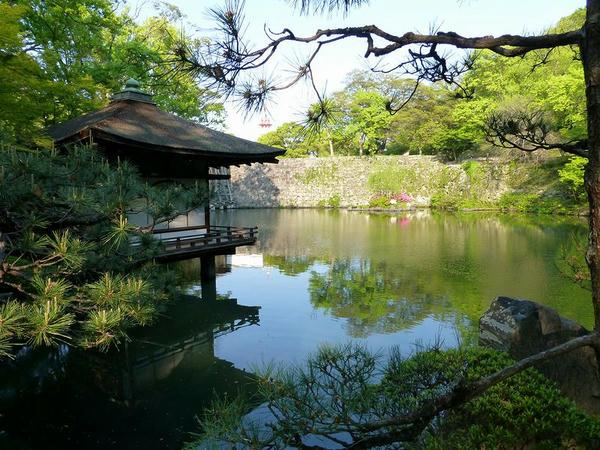 西の丸庭園と鳶魚閣