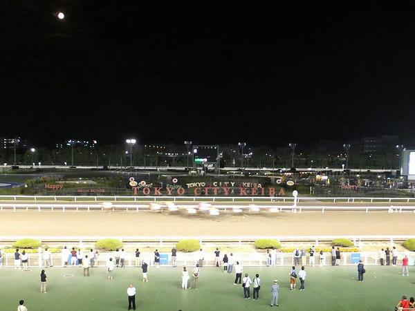 スーパームーンと最終レース最後の直線