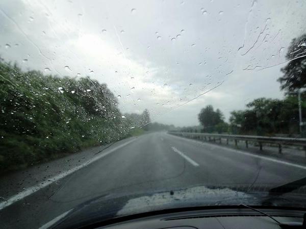 雨の東北道走行中
