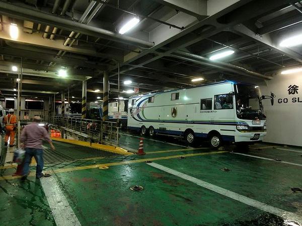 車両甲板内部と馬運車