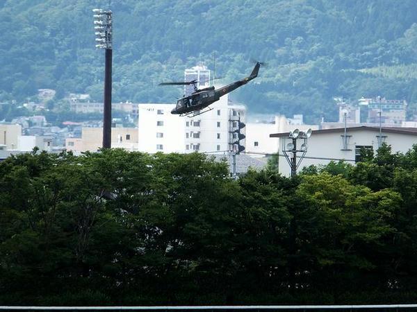 飛行する自衛隊機