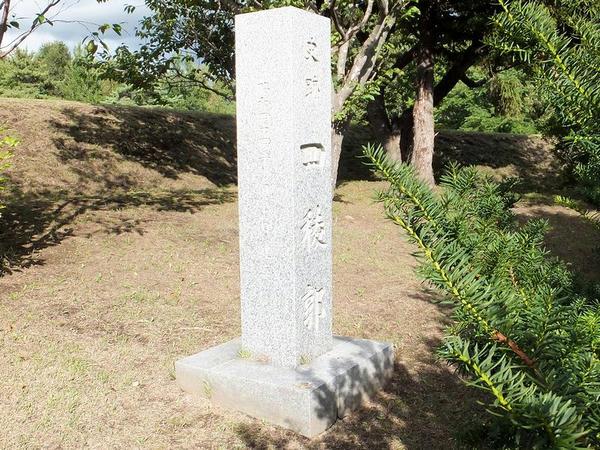 史跡四稜郭の石碑(木が邪魔で正面から撮れませんでした…。)