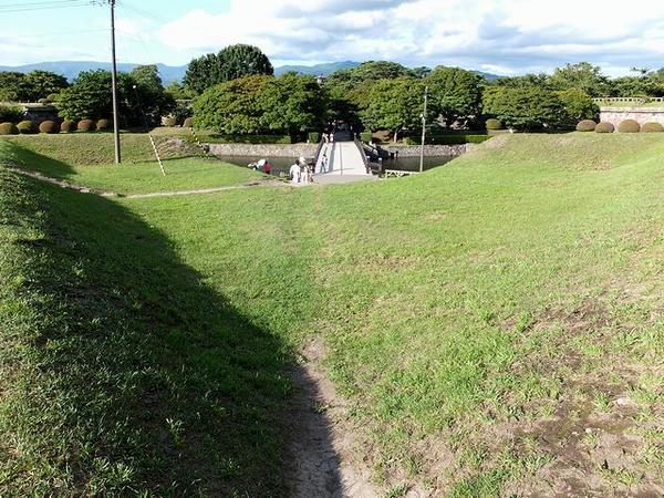 半月堡の上から二の橋方向