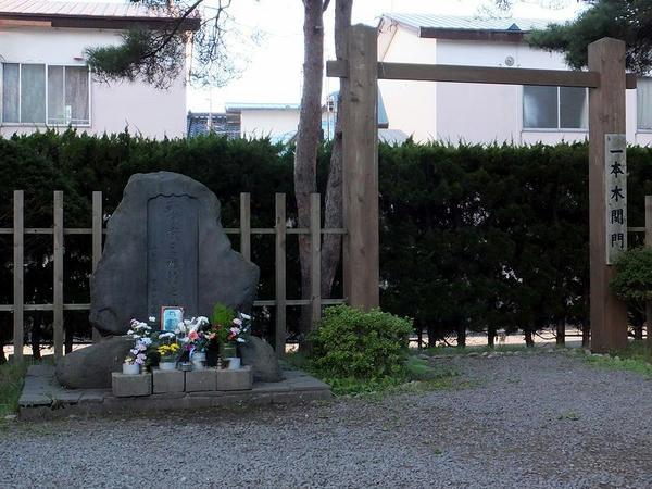 土方歳三最期の地碑