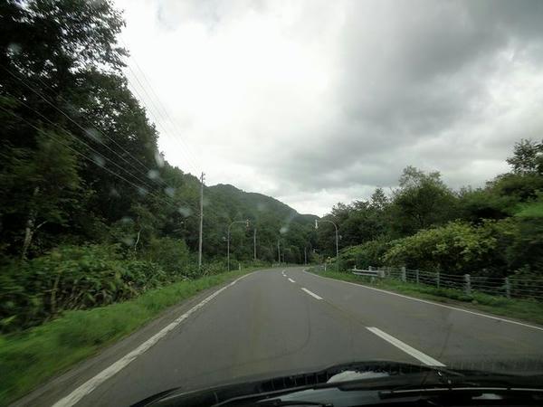 中山峠を行く