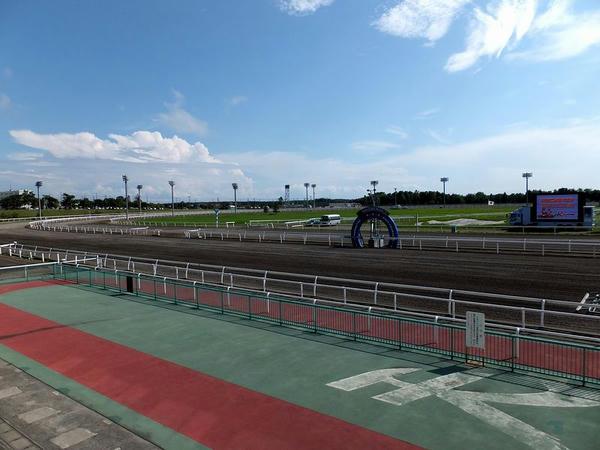 門別競馬場のコース(1角方向)