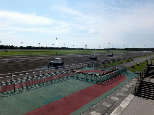 門別競馬場のコース(4角方向)