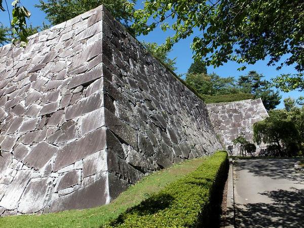 腰曲輪南東部の石垣
