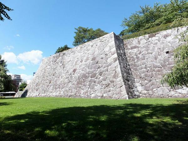 腰曲輪南西部の石垣
