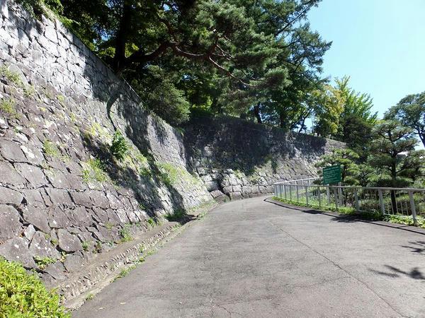 腰曲輪西側の石垣(1)
