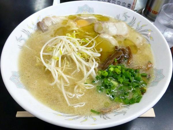 肉デラ 680円 + 玉子 50円