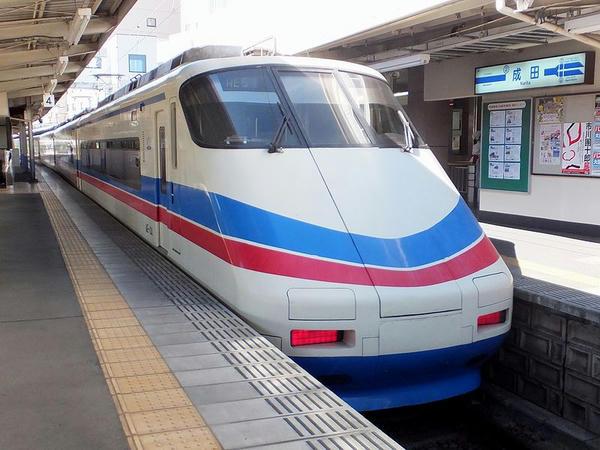 終点の成田駅から引き上げるAE100形電車