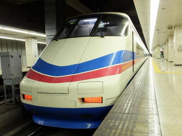 発車を待つシティライナー81号